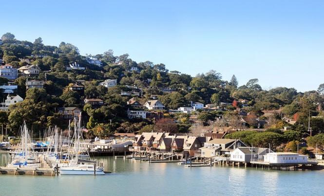 1200px-Belvedere_around_San_Francisco_Yacht_Club