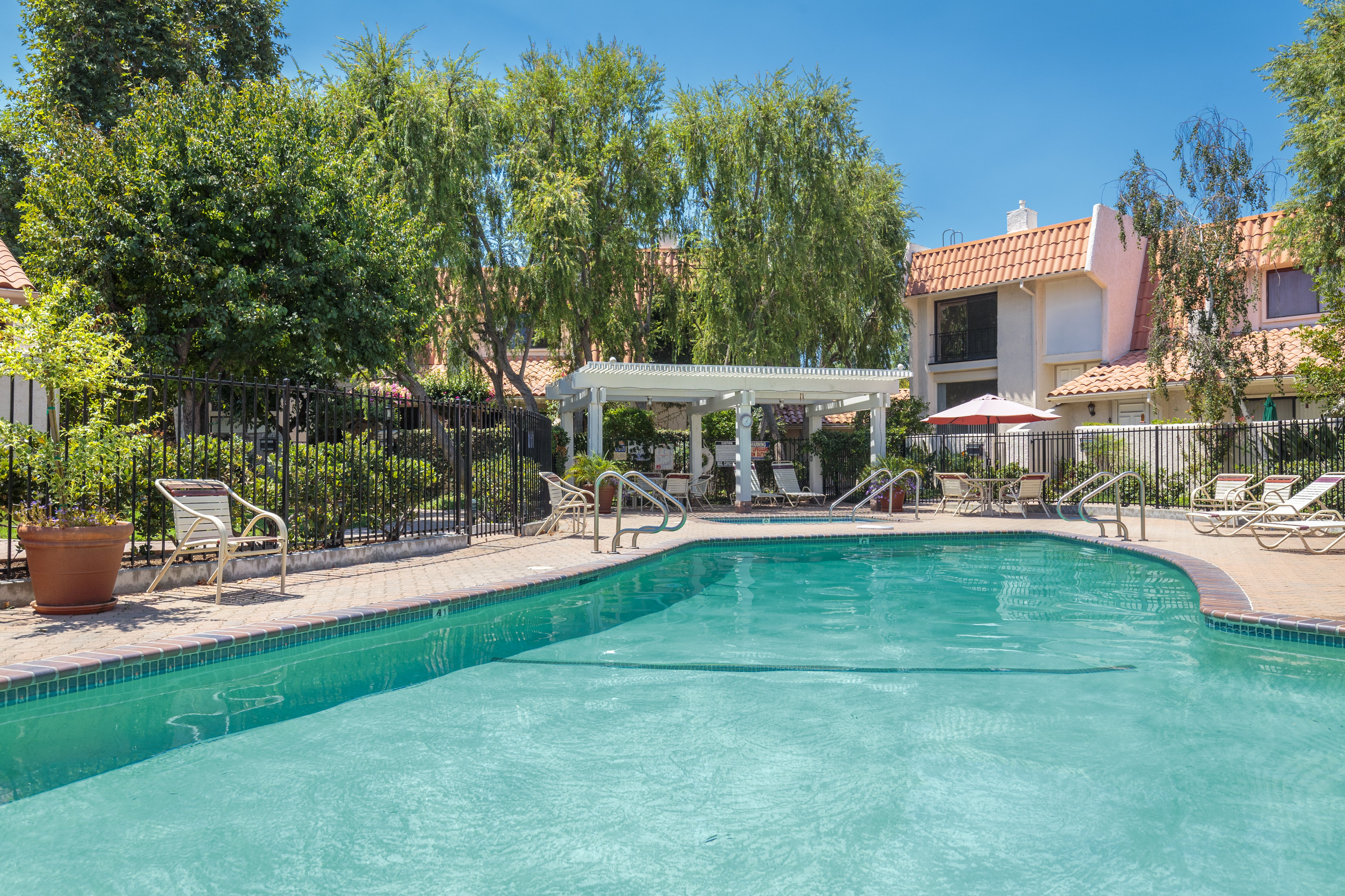 6256 shoup ave woodland hills ca 91367 for Glassell park recreation center swimming pool
