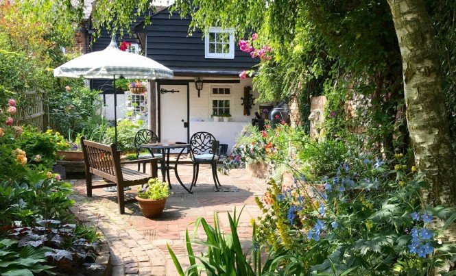 An English cottage garden